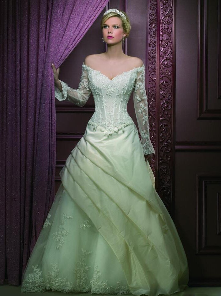 embracing trendy green wedding dresses pictures ideas