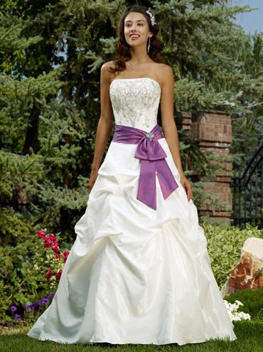 Purple and white wedding dresses Photo - 13