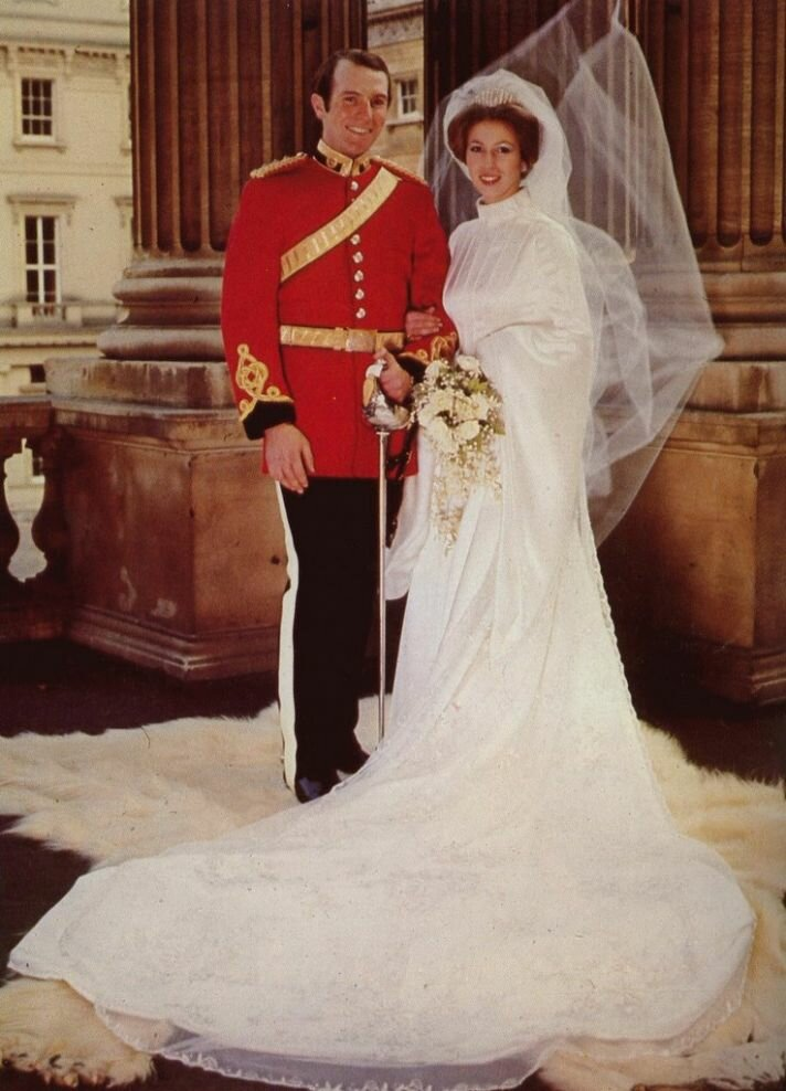 Feel like a princess in royal wedding dresses: Pictures ...