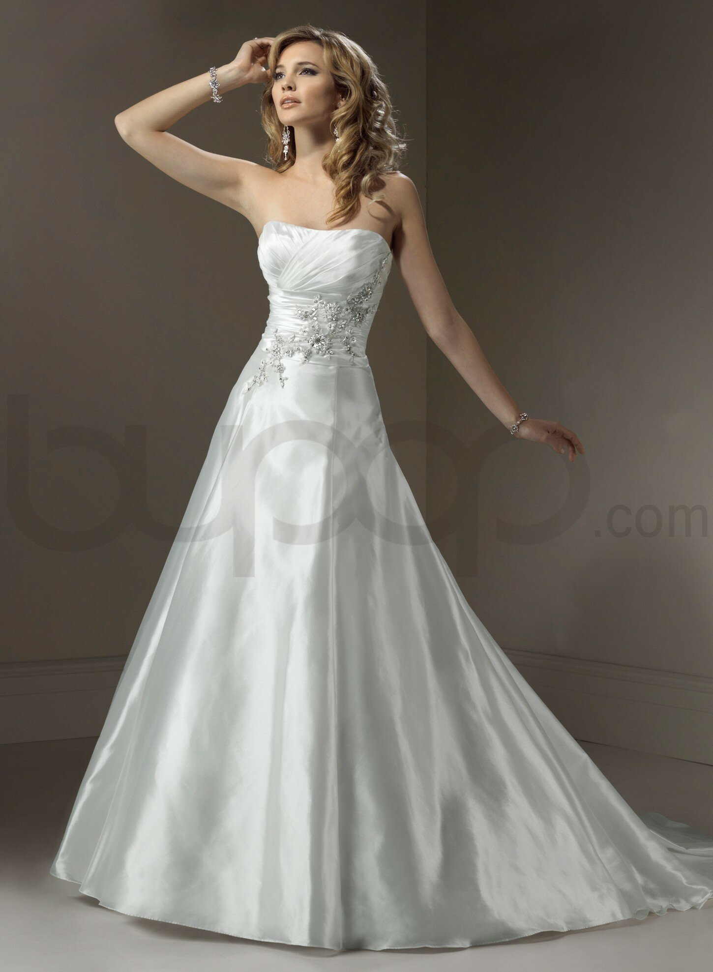 A line dresses wedding: Pictures ideas, Guide to buying — Stylish ...