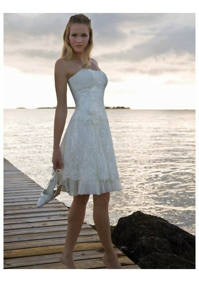 Beach wedding dresses short: Pictures ideas, Guide to buying ...