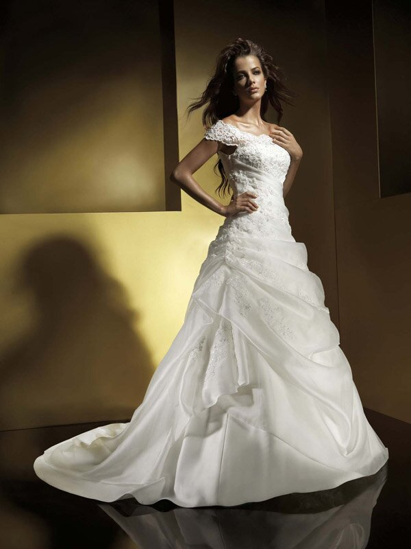 Designer wedding dresses with sleeves: Pictures ideas, Guide to ...