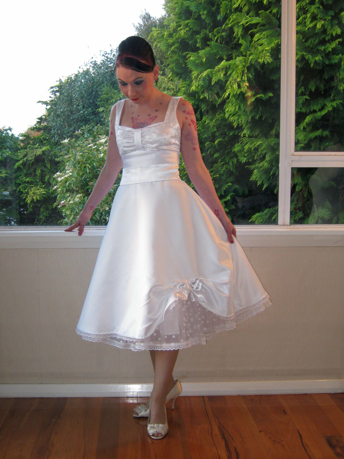 Pin up style wedding dresses pictures ideas guide to for Pin up inspired wedding dresses