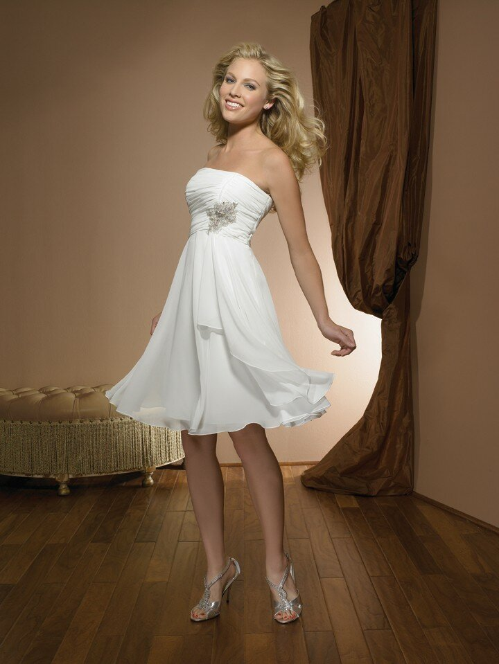 Retro inspired wedding dresses Photo - 6