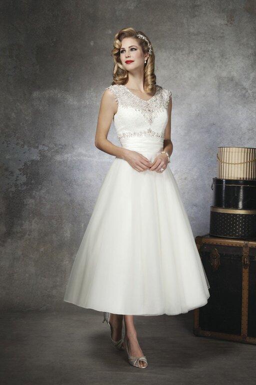 Short Cream Wedding Dresses Photo 3