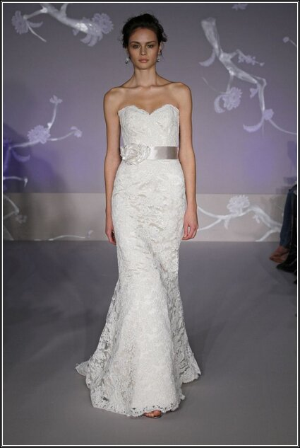 Vera wang lace wedding dresses pictures ideas guide to for Vera wang wedding dresses rent