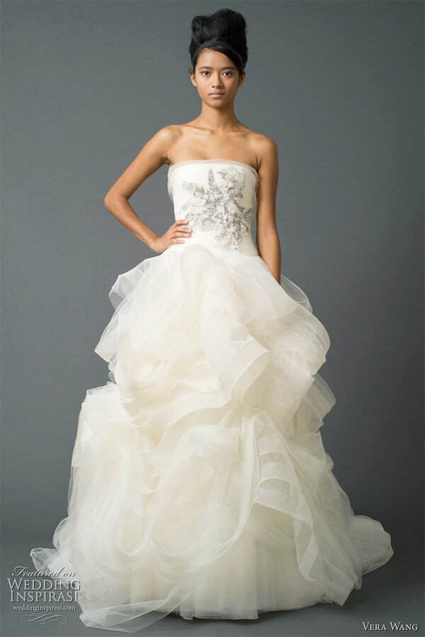 Vera wang wedding dresses pictures ideas guide to buying for Vera wang tea length wedding dress