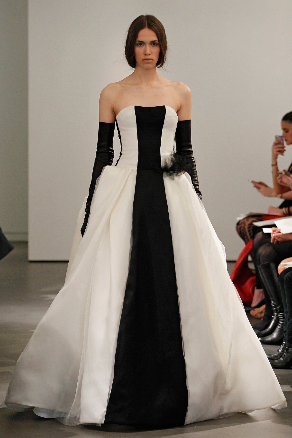 Vera wang wedding dresses patterns pictures ideas guide to vera wang wedding dresses patterns photo 1 junglespirit Image collections