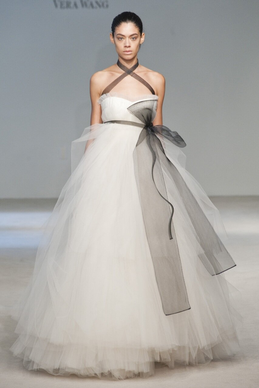 Vera Wang wedding dresses rental: Pictures ideas, Guide to buying ...