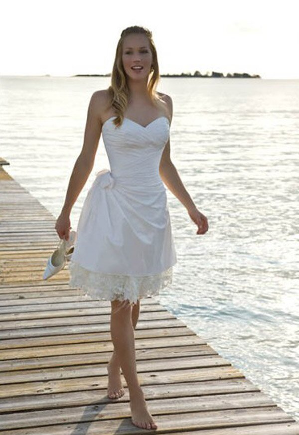 Wedding dresses for beach weddings pictures ideas guide to wedding dresses for beach weddings junglespirit Image collections