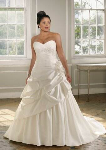 Wedding dresses for curvy girls Photo - 10