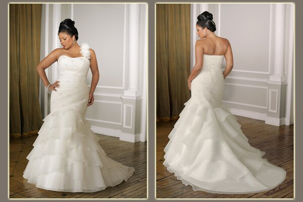 Wedding dresses for curvy girls Photo - 1