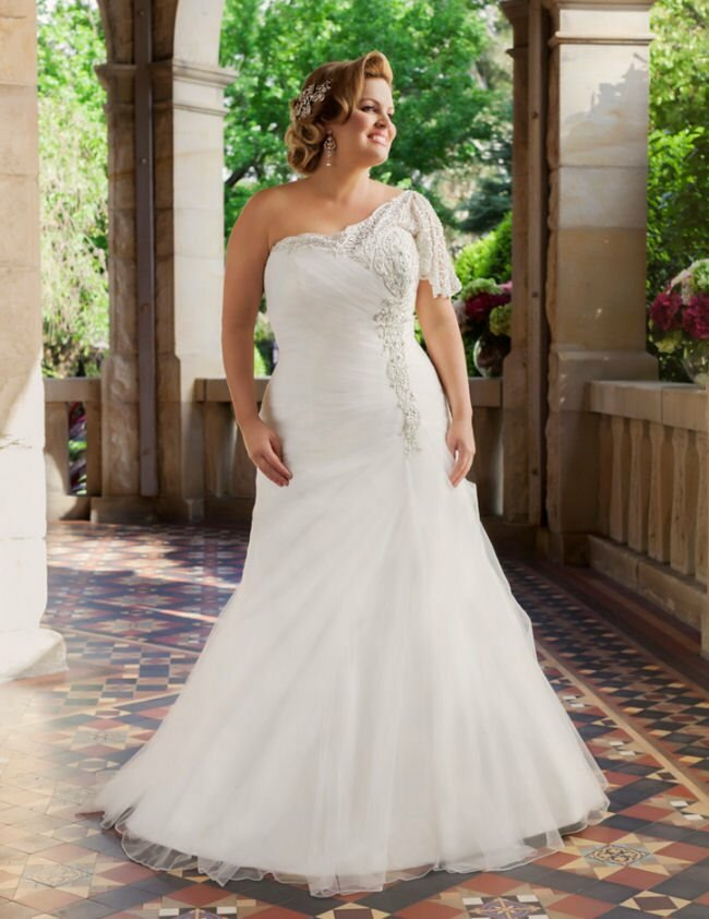 Wedding dresses for curvy girls Photo - 2
