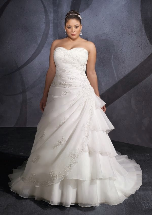 Wedding dresses for curvy girls Photo - 4