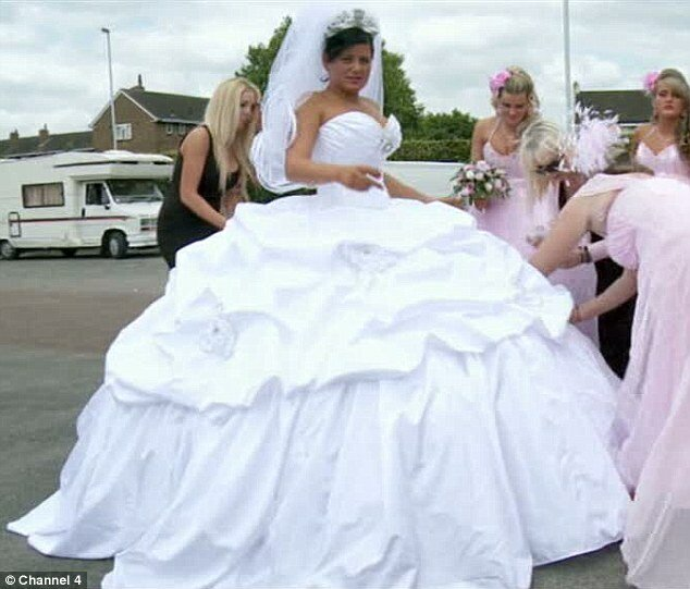 Wedding dresses for fat girls: Pictures ideas, Guide to buying ...