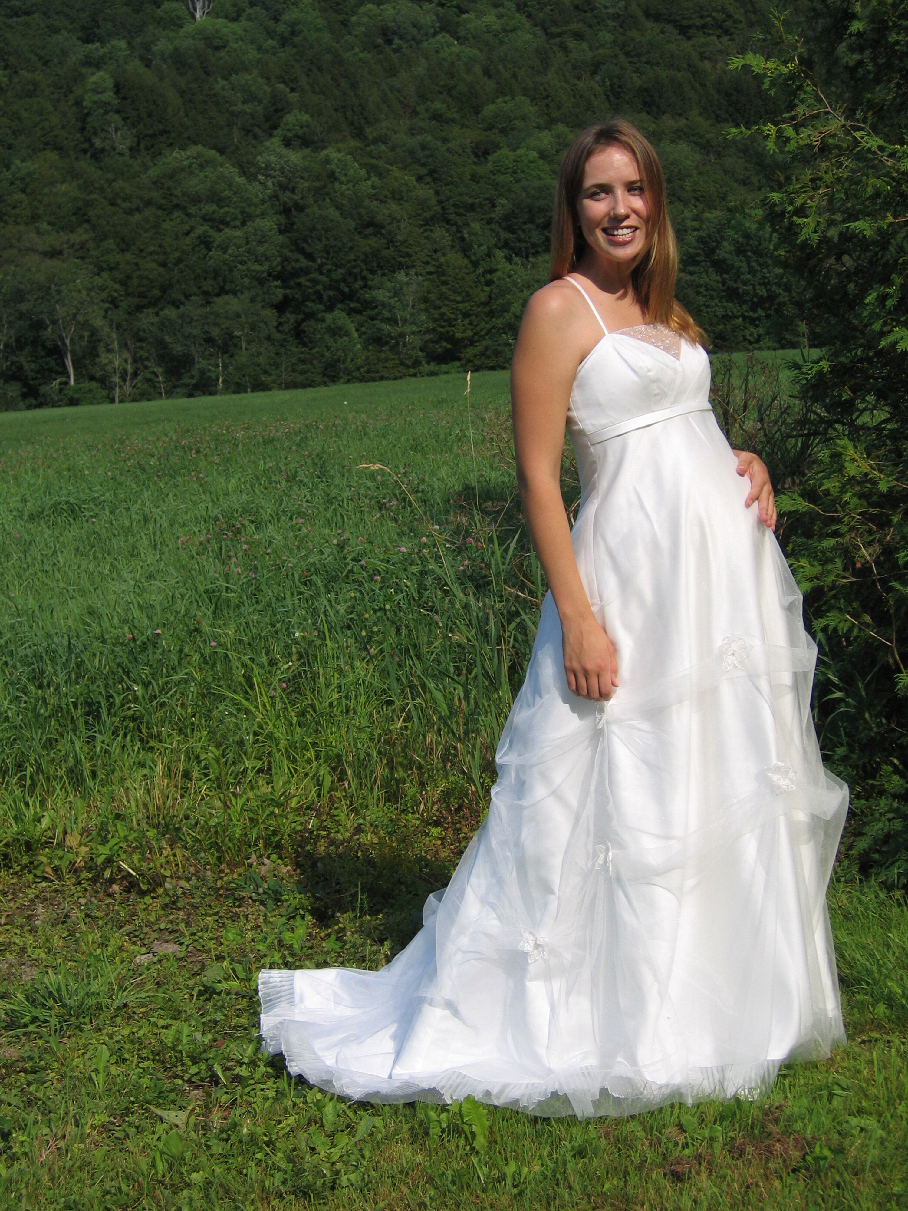 Wedding dresses for pregnant pictures ideas guide to for Wedding dress pregnant bride