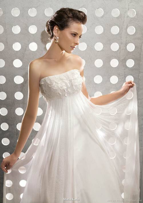Wedding dresses for small chest Photo - 2