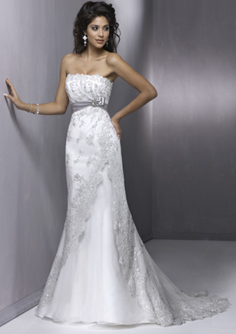 Wedding dresses for small chest Photo - 7