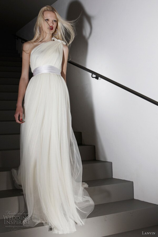 Wedding dresses for the second time around Photo - 5