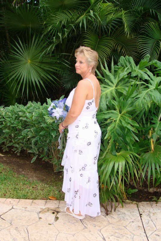 Wedding dresses for vow renewal pictures ideas guide to for Dress for wedding renewal ceremony