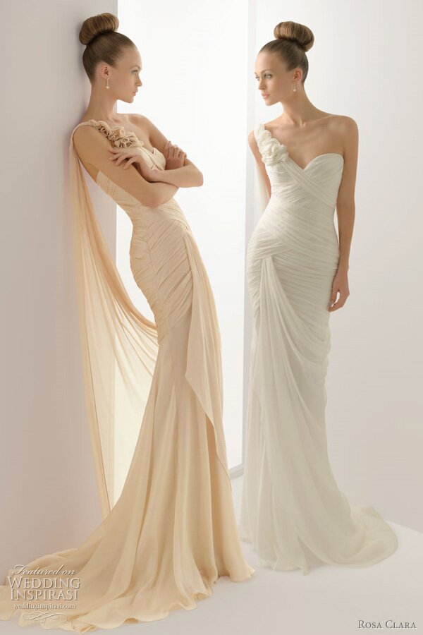 Wedding dresses with collars: Pictures ideas, Guide to buying ...