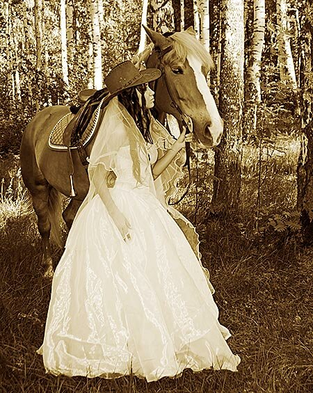 Western wedding dresses pictures ideas guide to buying for Western cowgirl wedding dresses