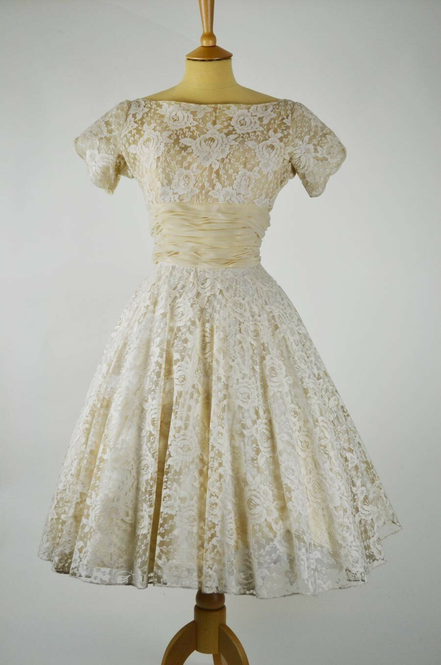 Vintage wedding dresses patterns photo - 3