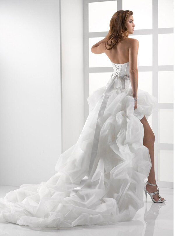 Short to long wedding dress Photo - 8